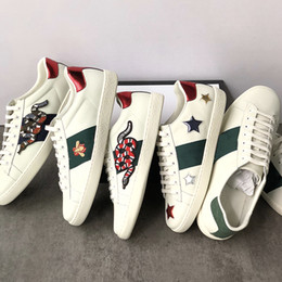 Men cocks online shopping - 2019 Genuine leather Flats Designer sneakers men women Classic Casual Shoes python tiger bee Flower Embroidered Cock Love sneakers
