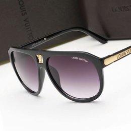 Brand Designer Occhiali da sole Cerniera in metallo di alta qualità Occhiali da sole Donna Occhiali da sole Occhiali da sole UV400 Unisex con custodia e astuccio originali in Offerta