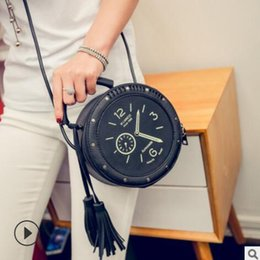 $enCountryForm.capitalKeyWord Australia - The 2019 women bagwatch is a one-shoulder, cross-body, small round bag with tassels that can be carried by hand