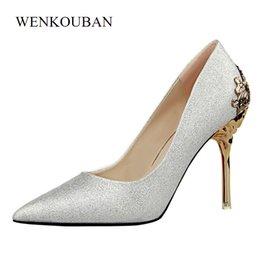 Diseñador de zapatos de vestir sexy tacones altos mujeres de cristal bombas resbalón en las señoras de la boda estilete del dedo del pie puntiagudo tacones delgados zapatos mujer en venta