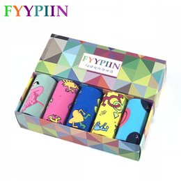 $enCountryForm.capitalKeyWord NZ - 2019 Men Socks Hot Sale Fashion Casual The Latest Men's Combed Cotton Socks Gift Set Funny Skateboard 5 Pairs Gift Box Socks MX190719