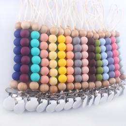 Venta al por mayor de 28 colores silicona bebé pacificador cadena clips titular de madera con cuentas con cuentas chupetes pezones de pezón correa M2091