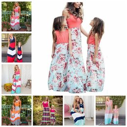 Wholesale beach outfits resale online – Parent child Sleeveless Long Dress Styles Mother Daughter Striped Floral Beach Maxi Dresses Vest Patchwork Dress Matching Outfits OA6656