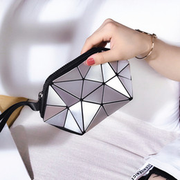 $enCountryForm.capitalKeyWord Australia - Belle2019 Hand Dy Take Bag Summer Mini- Packet Makeup Small Change Geometry Diamond Lattice Noctilucent Discoloration Package