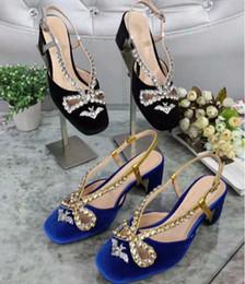 e858ff5e0 Verão feminino azul veludo morcego cristal diamante oco bowtie dedo do pé  redondo robusto calcanhar fivela sandálias das mulheres