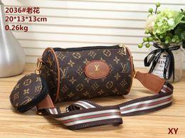 $enCountryForm.capitalKeyWord Canada - Classic Flap bag women's Plaid Chain bag Ladies badge Handbag Fashion designer purse Shoulder Messenger bags Ladies purse wallets tags B004