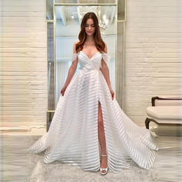 $enCountryForm.capitalKeyWord Australia - Cheap Beautiful White Prom Dresses with Lace Appliques Deep V Neck Floor Length Elegant Formal Party Gowns High Split Party Evening Gowns