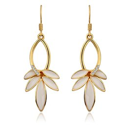 $enCountryForm.capitalKeyWord NZ - Lovely Designed Earrings Leaves Pattern Mosaic Crystal Tin Alloy Dangle And Chandelier Earring Accessories Elegant Birthday Gifts POTALA854