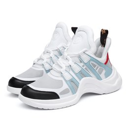 Zapatillas de deporte de diseñador para mujer Zapatos ocasionales 2019 Cuero genuino y lycra Zapatos planos para mujer Zapatos para caminar Zapatos vulcanizados en venta