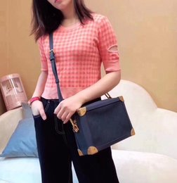 2019 Hot Handtaschen Frau Abendtasche Leder Fashion Wholesale - Designer Clutch Bag Schultertasche Messenger Bag Petite Malle M44723 im Angebot