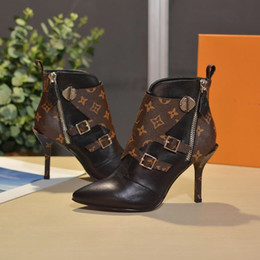 23ff2ae3 Zapatos de mujer Diseñador Mujer Tacones de diseñador Zapatos 2018 Nueva  moda de lujo Diseñador Mujer Zapatos botines planos de cuero negro con caja