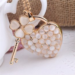 Heart Shaped Handbags Wholesale Australia - Crystal Rhinestone Alloy Keychain For Women Handbag Lovely Heart Shaped Rhinestone Key Ring Car Key Holder