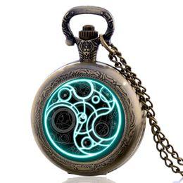 $enCountryForm.capitalKeyWord Australia - Retro Vintage The Punisher Skull Dial Roman Numeral Quartz Pocket Watch Analog Pendant Necklace Men Women Watch Chain Gift