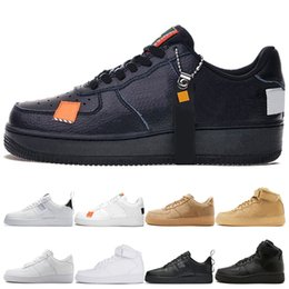 53227831e8 ... Top Triple High negro blanco Trigo hombres mujeres Deportes zapatillas  2019 low orange utilitario blanco negro paquete blanco Skate Sport Shoes  36-45