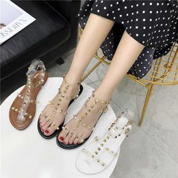 t flats Canada - New Women Sandals Transparent Flat T-strap Rivet Beach Sandals Summer Gladiator Open Toe Clear Jelly Shoes Ladies Roman