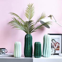Estilo nórdico creativo de cerámica hada columna jarrón irregular sala de estar decoración de escritorio arreglo de flores decoración de la ventana en venta