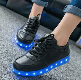 $enCountryForm.capitalKeyWord NZ - High Quality Kids Shoes Glowing Sneakers Light Up Led Children Shoes Casual Luminous Sneakers for Women Boys Girl
