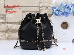 Wholesale 2019 autumn winter new slanted satchel mini bag small women s hand bill of lading shoulder small square bag lock chain bag B018