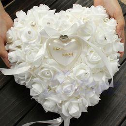 Toptan satış Alyans Yastık Tören Fildişi Saten Kristal Çiçek Yüzük Taşıyıcı Yastık Yastık Kalp şekli Çiçekler Yüzük Yastık Minder