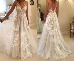 Ingrosso Vestido de noiva 2019 Taglie forti Abiti da sposa Lungo scollo a V Abiti da sposa Indietro V-Appliques Un abito da sposa di linea