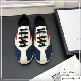 cheap tv boxes UK - 2019 Designer Men Sneakers Cheap Best Top Quality Fashion White Leather Platform Flat Casual Party Wedding Shoes With Box f172