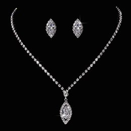 Discount swarovski bridal sets - Hot! Water drop style Necklace Pendant Earring suit Inlaid Austria Crystal Earring Use Swarovski elements Twinkle Bridal