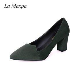 Zapatos de vestir de diseño La Maxpa Verano Mujeres Punta estrecha 7.2 CM Tacones altos Lady Bombas poco profundas para mujer Sexy Flock irregular tacón cuadrado en venta