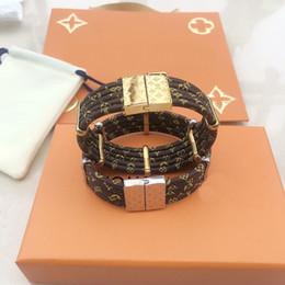 Модный бренд под названием Lady Women Round Five Deck магнитные застежки кожаные браслеты браслет с гравировкой из золота 18 карат четырехлистный цветок аксессуары на Распродаже