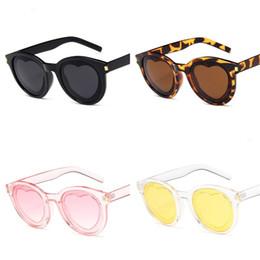 Heart Sun Glasses Wholesale UK - Heart Shape Sunglasses Metal Hinge Man Sun Glass Creative Women Eyewear Lady Beach Ultraviolet Proof Summer 5 8mn D1