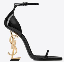 Venta al por mayor de 2018 nuevos zapatos sexy mujer verano hebilla correa remache sandalias zapatos de tacón alto dedo del pie puntiagudo moda moda solo YSL tacón alto 10.5cm