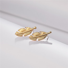 Großhandel Chic Tiny Leaf Studs zierliche Ast Ohrstecker für Frauen