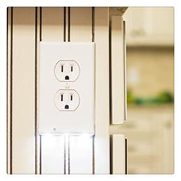 Tampa de Saída com Luz Noturna LED Luz de Tampa do Interruptor Luz de Orientação de Segurança de Parede com Sensor de Luz Novo em Promoção