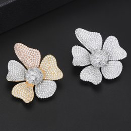 $enCountryForm.capitalKeyWord Australia - Luxury Shiny Noble Symbol Big Flower Shape Brooches High Quality Women Elegant Living Must-have Jewelry for Important Occasions