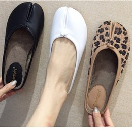 buy popular b0a30 04a33 Zapatos Femme brand 2019 new Japanese tabi ninja shoes woman split toe  trotters cozy flats plush fur leopard warm mules loafers