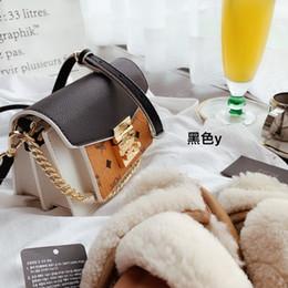 $enCountryForm.capitalKeyWord Australia - 2019 brand fashion luxury designer bags totes Messenger Bag Crossbody Bags 2019 new products 18*14cm Color matching design