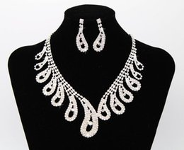 $enCountryForm.capitalKeyWord UK - The latest best selling bridal jewelry necklace earrings set claw chain rhinestone birthday party dinner dress with jewelry free shipping