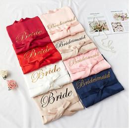 Chiffon de cetim bordado das mulheres da noiva ouro pijamas robes de dama de pijama roupão camisola spa nupcial robes roupão em Promoção