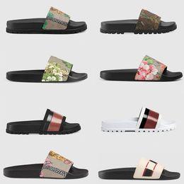 2019 ACE Designer Pantoufles Hommes Femmes De La Mode Peep Toe Sandales D'été De Luxe Tiger Bee Fleurs Rayé Gear Bas Flip Tongs Diapositives en Solde