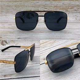 26bd4f7d83 Diseñador de moda gafas de sol de metal cuadrado marco de dos colores  clásico retro hombres UV400 protección al aire libre de calidad superior  con Orange ...