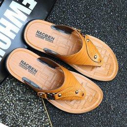$enCountryForm.capitalKeyWord NZ - new Designer Mens Sandals Summer Stripped Slippers For Men Leather Flip Flop Summer Hawaiian Beach Rubber Shoe Male Flats Sandals