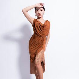 Vestido de baile latino de las mujeres sin mangas Sexy Split falda con  flecos Adulto Cha Cha Rumba Samba Etapa Práctica Ropa de baile DNV10864 2dd4959b80d2
