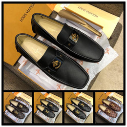 christmas gift shoes Australia - 18ss Leather men leisure dress shoe part gift doug shoes Metal Buckle Slip-on Famous brand man lazy falts Loafers Zapatos Hombre 38-46