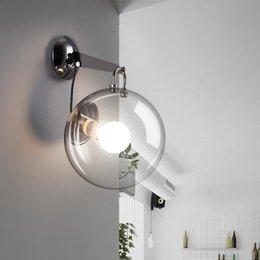 Vente en gros Bulle de verre boule en fer forgé applique murale lampe de chevet moderne simple LED ampoule porche restaurant salon allée créatif E27