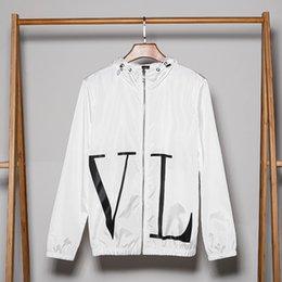 Wholesale womens jacket windbreaker resale online – 2020 Mens Womens Jackets Big Letter Printed Hooded Jackets For Men Women Casual Zipper Windbreaker Top Quality Black White B104538V