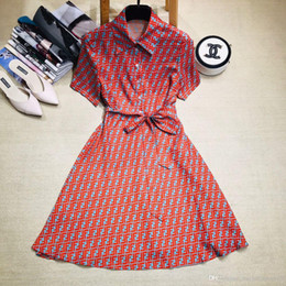 2019 cuello de la solapa de gama alta diseñador letra impresa vestido de mujer vestido de manga corta Milan Runway Dress 001