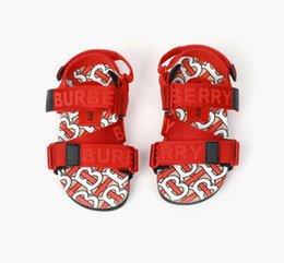 Großhandel Designer Kinder Sandalen 2020 neue Kinderschuhe hochwertige Art und Weise beschriftet Kinderschuhe Größe 26-35 freies Verschiffen 0315139