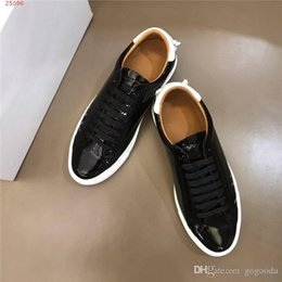 $enCountryForm.capitalKeyWord Australia - Classic men casual patent leather sneakers with Comfortable flat outdoor travel shoes with leather pads,Complete package