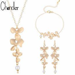 Orchid Pendant Necklace Australia - Chandler Gold Silver Plated Three Orchid Pendant Necklaces Blooming Flower With Pearl Coliers For Women Elegent Statement Gifts