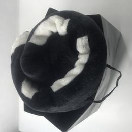 Beliebte Black Coral Stapel Decke Manta Fleece Wirft Sofa / Bett / Flugzeug Reise Plaids Handtuch Decke 130cmx150cm Luxus VIP-Geschenk im Angebot