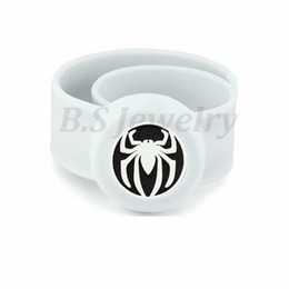 Wholesale spider Kids Silcone Adjustable Mosquito Repellent Bangle Essential Oil Diffuser Slap Bracelet With Stainless Steel Diffuser Locket